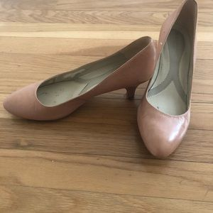 Naturalizers nude kitten heel